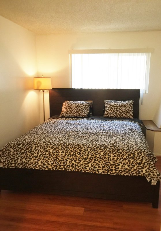 Furnished 2-Bedroom Townhouse at Alameda Ave & S 6th St Glendale - Image 1 - Glendale - rentals