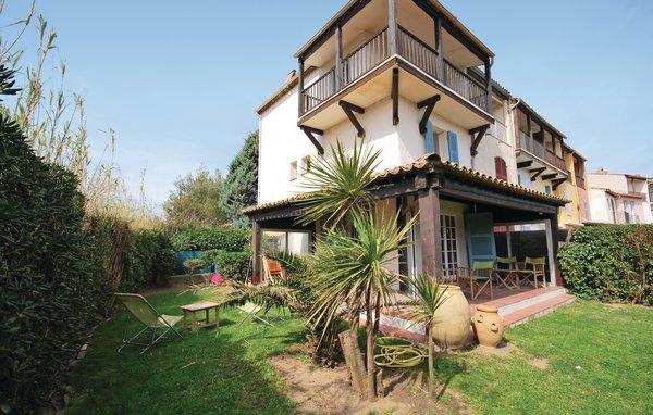 3 bedroom Villa in Port Grimaud, Var, France : ref 2279456 - Image 1 - Port Grimaud - rentals
