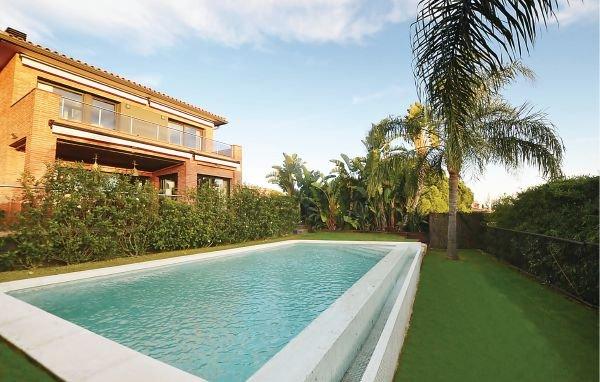 4 bedroom Villa in Caldes D ´Estrac, Costa De Barcelona, Spain : ref 2280611 - Image 1 - Caldes d'Estrac - rentals