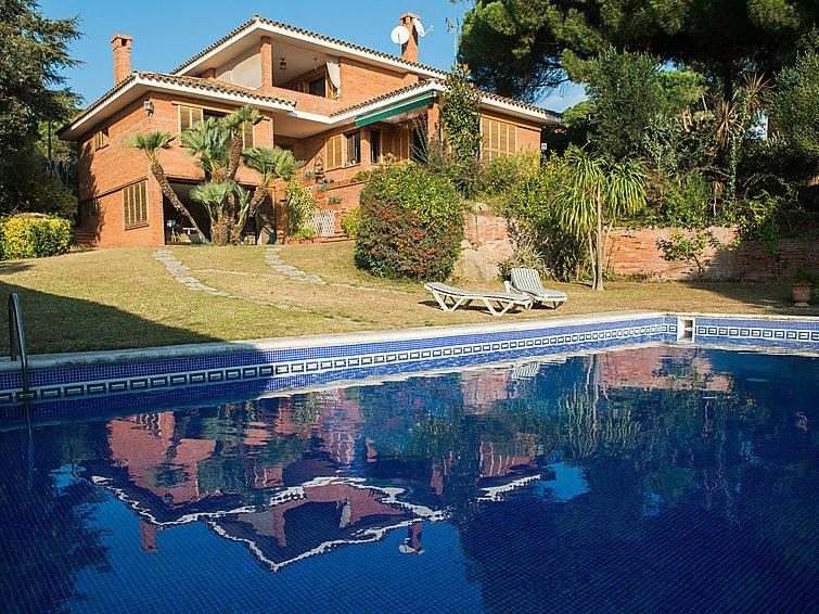 5 bedroom Villa in Sant Vicenc de Montalt, Barcelona Costa Norte, Spain : ref 2296167 - Image 1 - Sant Vicenc De Montalt - rentals