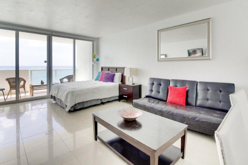 Oceanfront studio w/ spectacular view, pool, gym, tennis! - Image 1 - Miami Beach - rentals