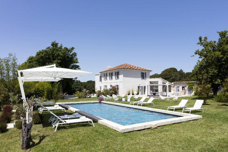 Aix en Provence, Luxury stone-built BASTIDE, Air Conditioning, heated pool - Image 1 - Aix-en-Provence - rentals