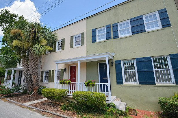 Family and Pet Friendly Town Home in the Historic District of Savannah, GA! - Perry Place-A Pet Friendly Vacation Home! SVR00545 - Savannah - rentals
