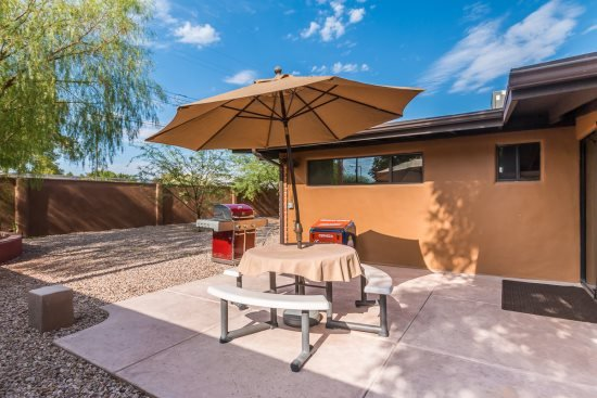 Side patio - Kenyon Drive - Tucson - rentals