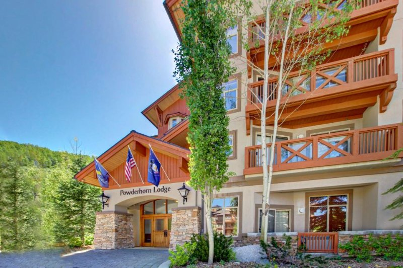 Sleek ski-in/out condo w/ Club Solitude access & shared hot tub, pool & more! - Image 1 - Solitude - rentals