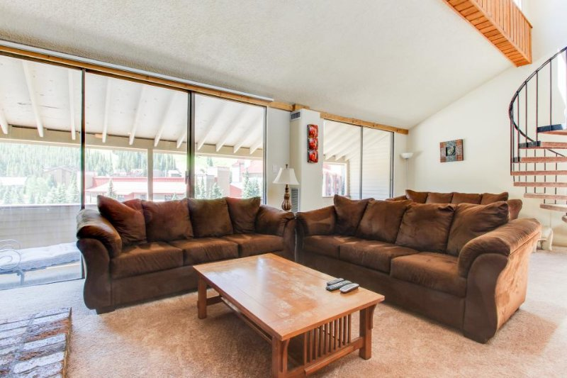 Roomy condo with a shared hot tub, swimming pool, & game room - Image 1 - Copper Mountain - rentals
