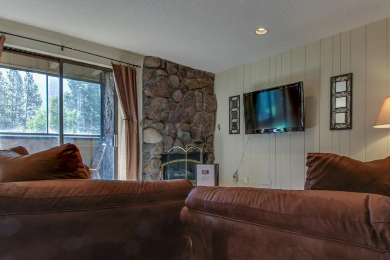 Ski-in/ski-out to American Eagle lift; dog-friendly w/ shared pool & hot tub! - Image 1 - Copper Mountain - rentals