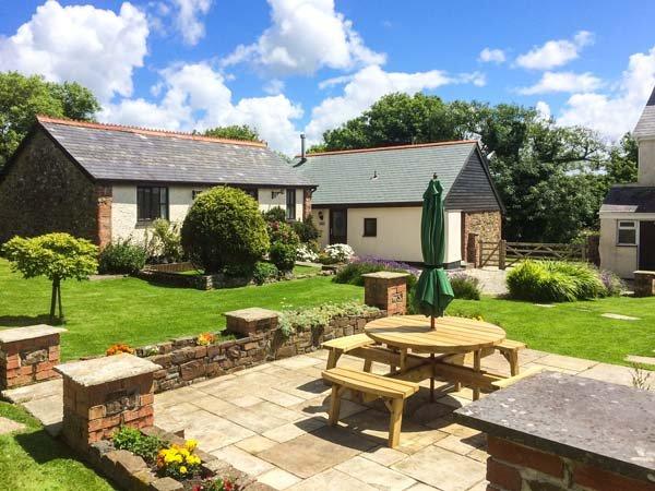 WAGTAIL, pet-friendly single-storey cottage in courtyard, Bradworthy Ref 18569 - Image 1 - Bradworthy - rentals