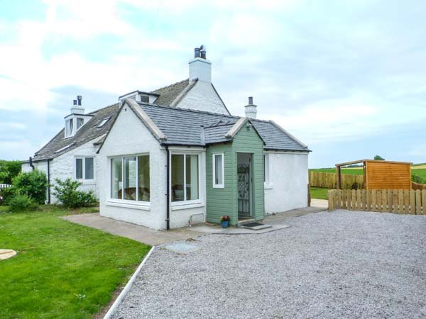 SIMMER DIM semi-detached, superb accommodation, woodburning stove, close to coast, in Southerness Ref 937831 - Image 1 - Southerness - rentals