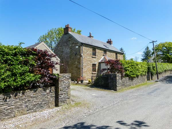 HILLVIEW HOUSE, detached, four bedrooms, open fire, solid fuel stove, Castlecomer, Ref 939249 - Image 1 - Castlecomer - rentals
