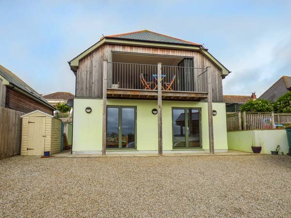 WEERONA, contemporary and spacious, en-suite, gym, woodburner, in Perranporth, Ref 940561 - Image 1 - Perranporth - rentals
