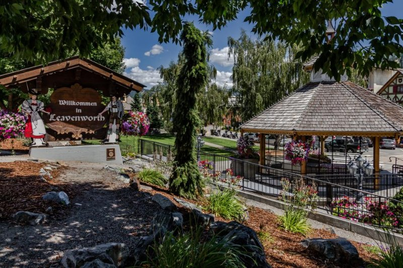 Cozy, dog-friendly retreat w/ an awesome location near the Bavarian Village! - Image 1 - Leavenworth - rentals