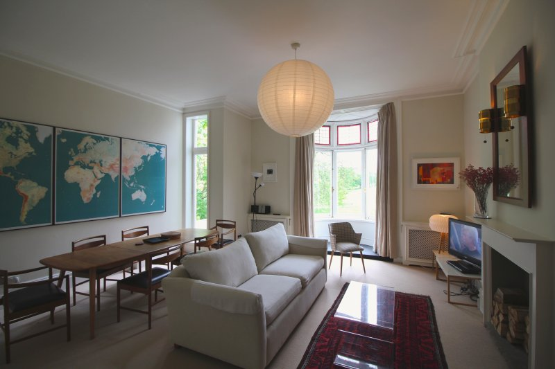Very spacious One bed apartment, with large living room, cosy bedroom, kitchen & bathroom. - Primrose Hill Apartment with a view - London - rentals