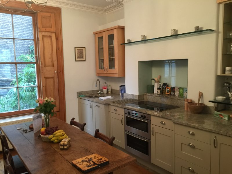Elegant, Spacious with Private entrance and garden - Image 1 - London - rentals