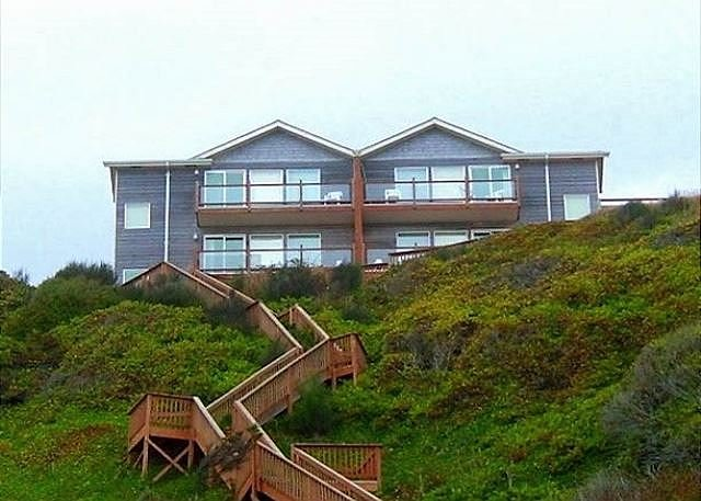 Luxurious Ocean Front with Private Beach Access - Image 1 - Lincoln City - rentals