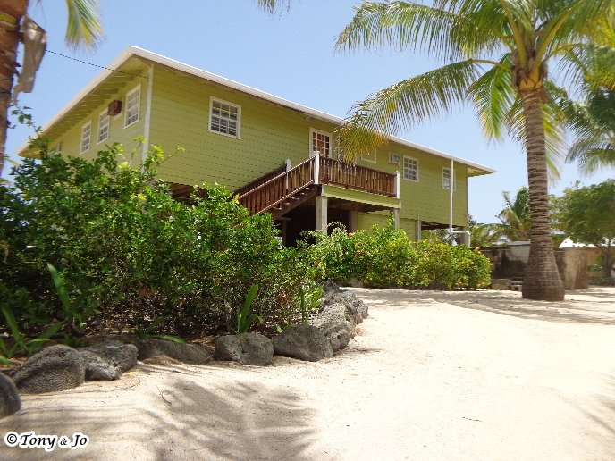 Utila's Reef Point Beach House is perfect for families or a group of friends with up to 8 people! - Utila's Reef Point Beach House - Utila - rentals