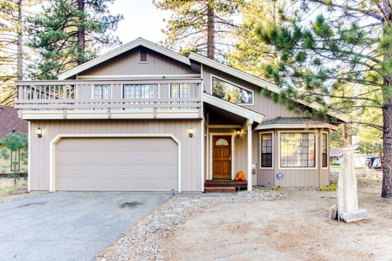 Cozy home near Heavenly Mountain Resort & less than mile from shopping & eating! - Image 1 - South Lake Tahoe - rentals