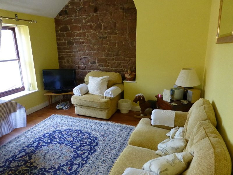 THE GRANARY, Nr Silloth, Solway Coast - Image 1 - Silloth - rentals