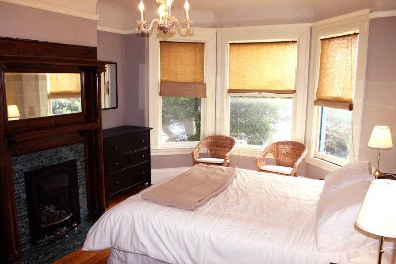 Stunning Views on Lovely 2 Bedroom, 1 Bathroom Home - Image 1 - San Francisco - rentals