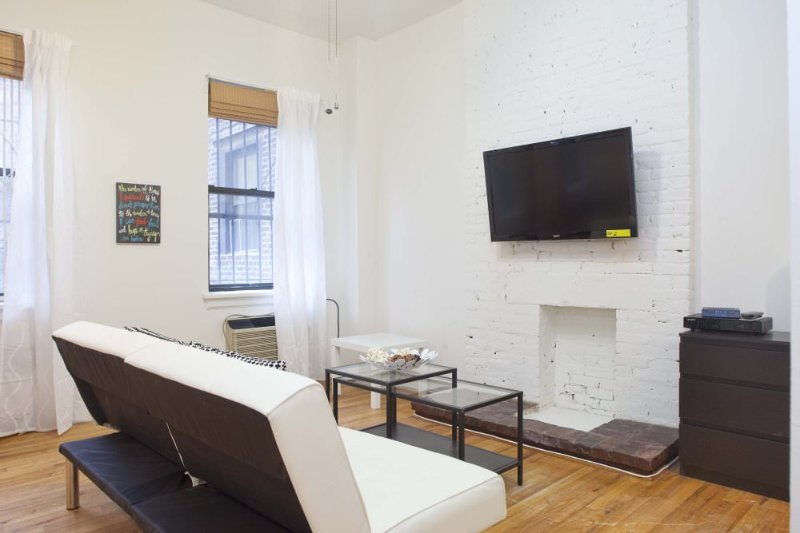 REMARKABLY FURNISHED STUDIO APARTMENT - Image 1 - New York City - rentals