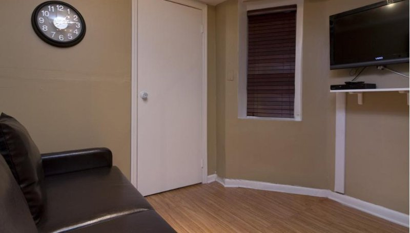 COZY AND CHARMING 3 BEDROOM APARTMENT - Image 1 - Weehawken - rentals