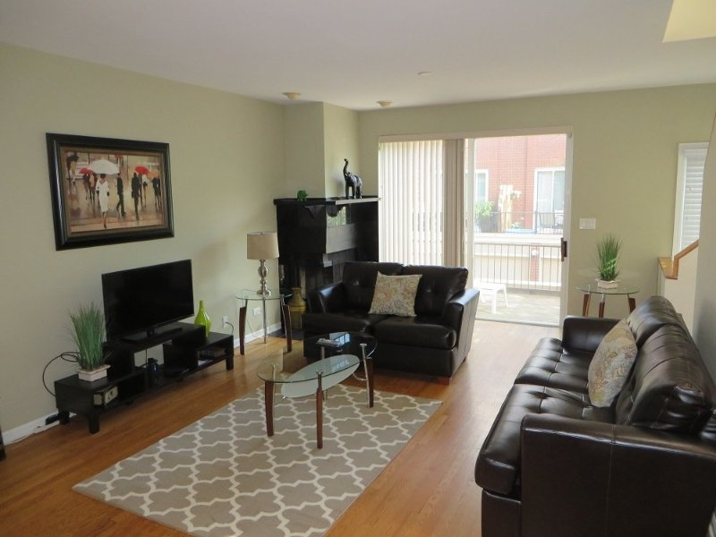 STYLISH 2 BEDROOM 1.5 BATHROOM FURNISHED TOWNHOUSE - Image 1 - Chicago - rentals