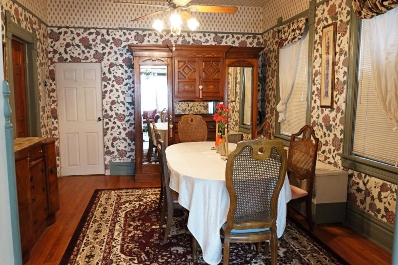FULLY FURNISHED, BEAUTIFUL AND SPACIOUS 2 BEDROOM, 1 BATHROOM HOME - Image 1 - Chicago - rentals