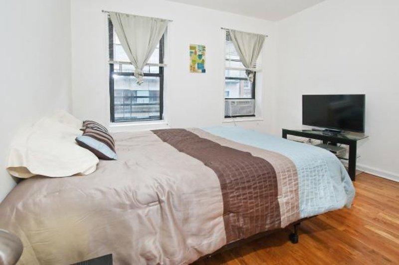 HOMEY, CLEAN AND COZY STUDIO APARTMENT - Image 1 - New York City - rentals