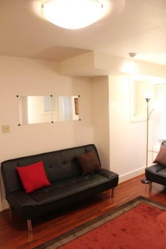 Minimalist 1 Bedroom 1 Bathroom Apartment in Washington - Image 1 - Washington DC - rentals