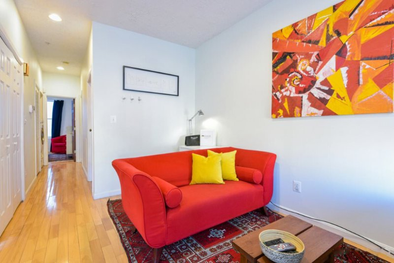 Modern and Bright 1 Bedroom Condo in Washington - Exquisite Art Wall - Image 1 - Washington DC - rentals