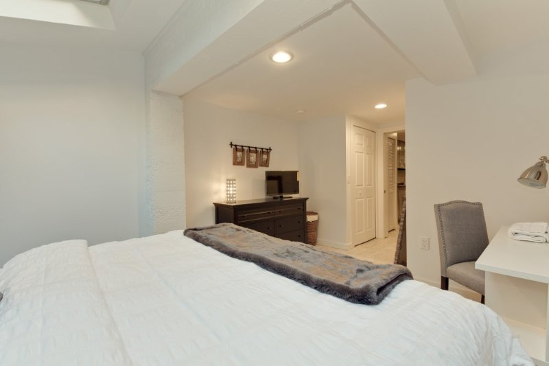 LUXURIOUS AND MODERN 2 BEDROOM APARTMENT - Image 1 - Washington DC - rentals