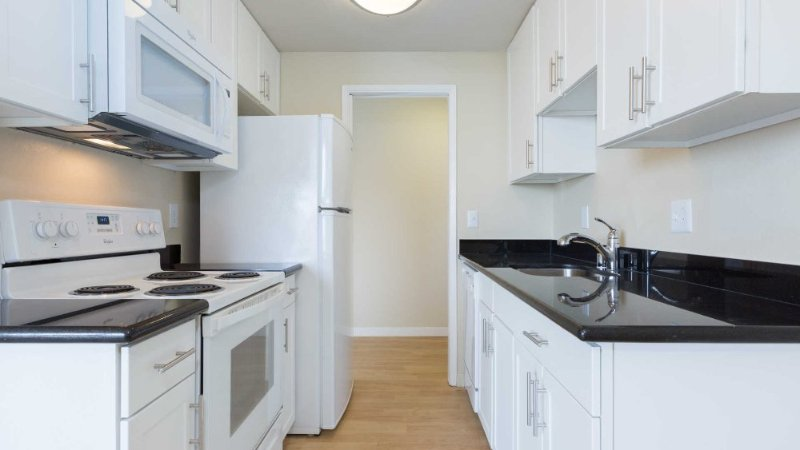 Sunny and Spacious 1 Bedroom, 1 Bathroom Apartment in Richmond - Image 1 - Richmond - rentals