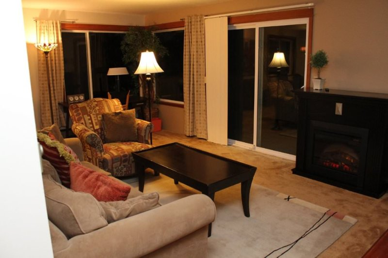 BEAUTIFULLY FURNISHED TWO BEDROOM, ONE BATHROOM APARTMENT - Image 1 - Seattle - rentals