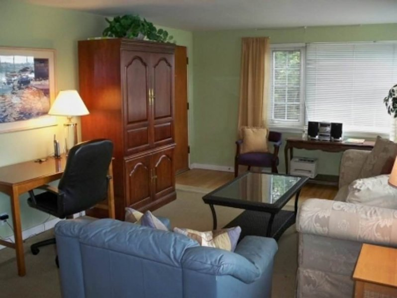 BEAUTIFULLY FURNISHED AND COZY 2 BEDROOM, 1 BATHROOM APARTMENT - Image 1 - Seattle - rentals