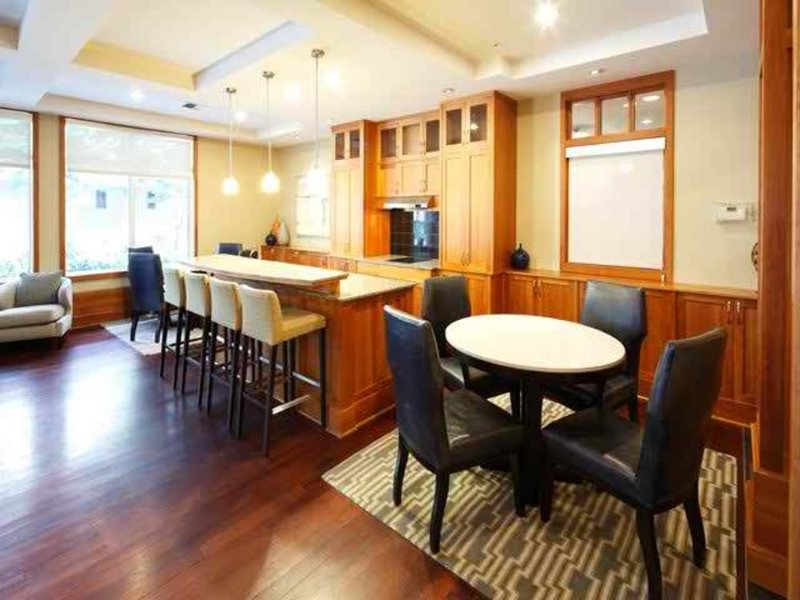 Spectacular Studio Unit in Bellevue - Pet Friendly Building - Image 1 - Bellevue - rentals