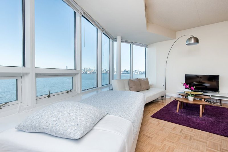 Well-Lit 2 Bedroom, 2 Bathroom Apartment in Jersey City - Spectacular City Views - Image 1 - Jersey City - rentals