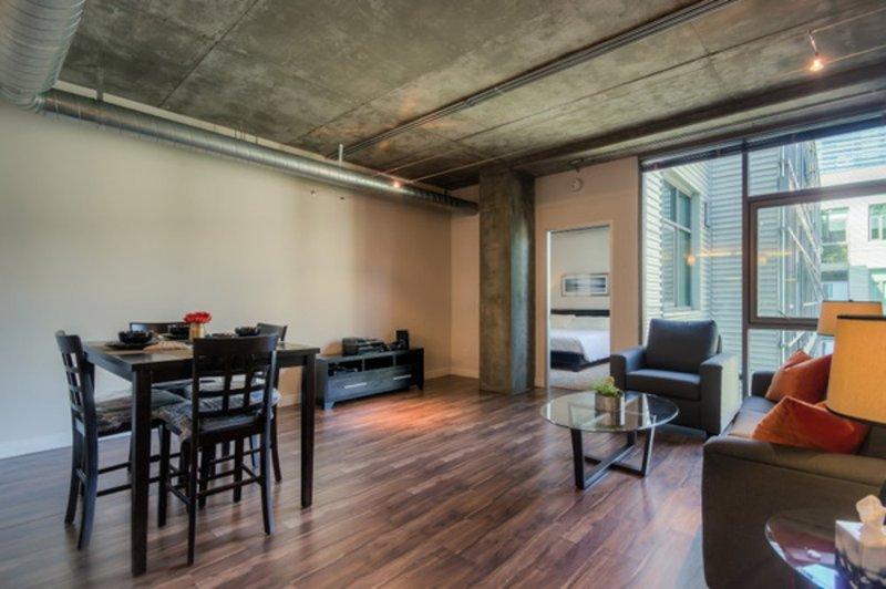 DELIGHTFUL 2 BEDROOM, 2 BATHROOM FURNISHED APARTMENT - Image 1 - Los Angeles - rentals