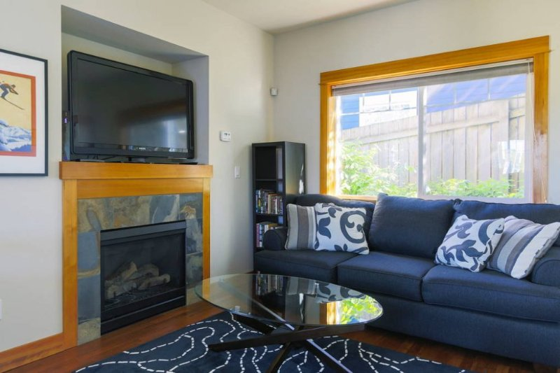 The Chalet: Modern 2 bed craftsman - Image 1 - Seattle - rentals