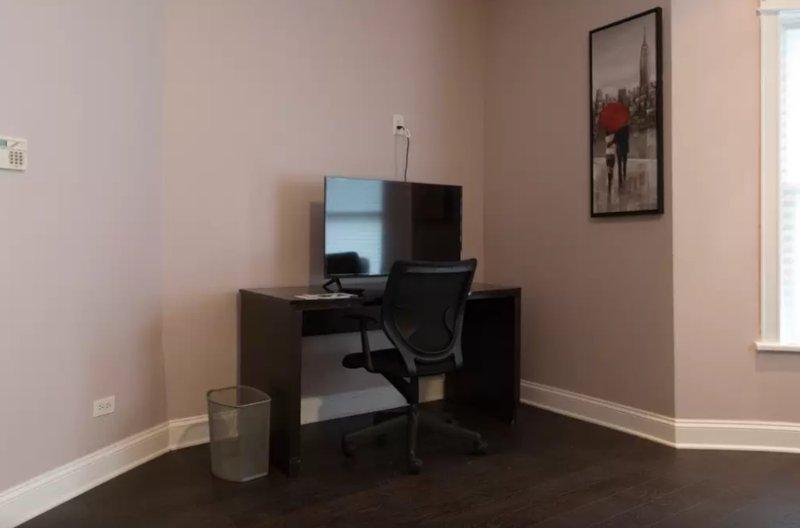 Clean and Spacious 2 Bedroom Condo - Image 1 - Chicago - rentals