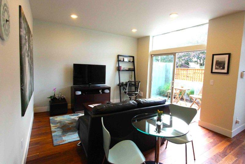 Furnished 1-Bedroom Condo at Eastlake Ave E & E Roanoke St Seattle - Image 1 - Washington - rentals