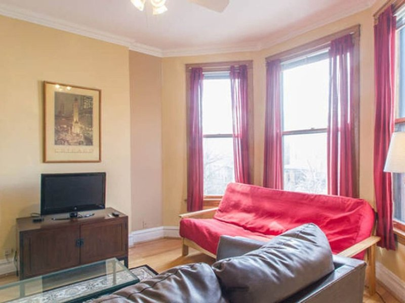 Furnished 2-Bedroom Apartment at N Magnolia Ave & W Victoria St Chicago - Image 1 - Chicago - rentals
