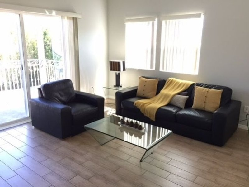 Furnished 2-Bedroom Apartment at Kling St & Radford Ave Los Angeles - Image 1 - North Hollywood - rentals