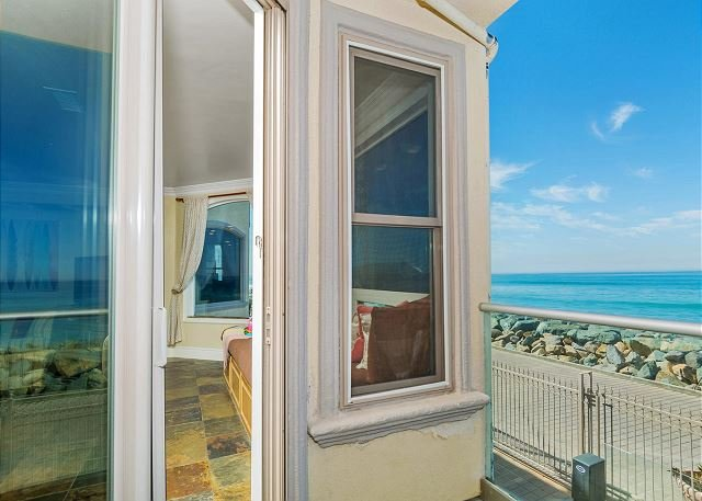 Luxury Oceantfront rental, 5br/4ba, Spa,Huge Kitchen,Designer Decorated & A/C - Image 1 - Oceanside - rentals
