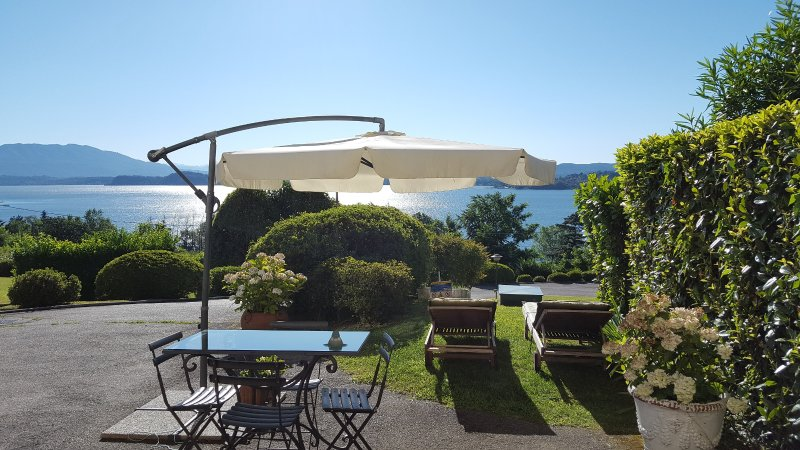 The gorgeous view - Lake Maggiore breathtaking view romantic apartment - Lesa - rentals