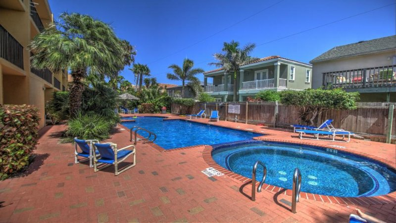 Beachy condo w/ shared pool & hot tub, walk to the beach & more! - Image 1 - South Padre Island - rentals