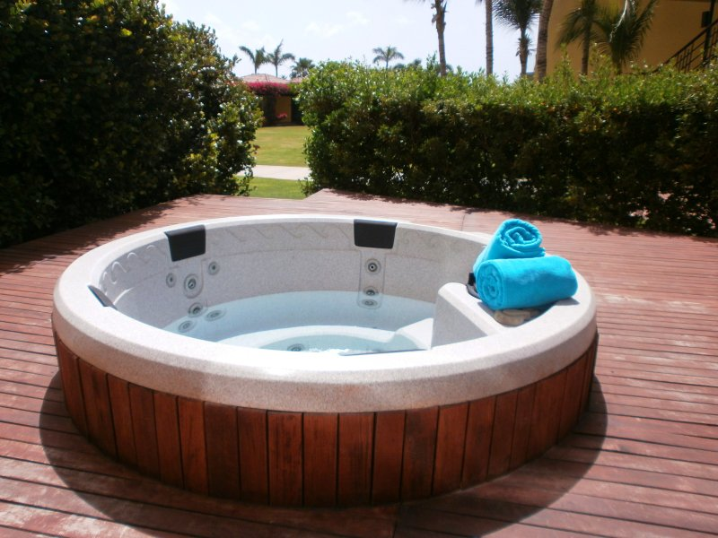Your own private hot tub awaits you!! - Garden of Eden Three-bedroom condo - P116 - Eagle Beach - rentals