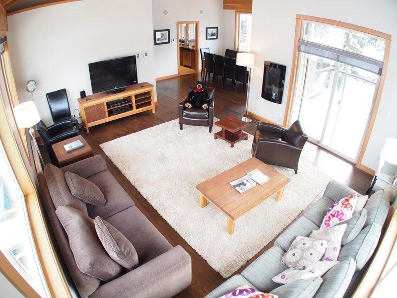Spacious, light living area with lots of windows - Sun Peaks Kookaburra Lodge 4 Bedroom Condo with Hot Tub - Sun Peaks - rentals