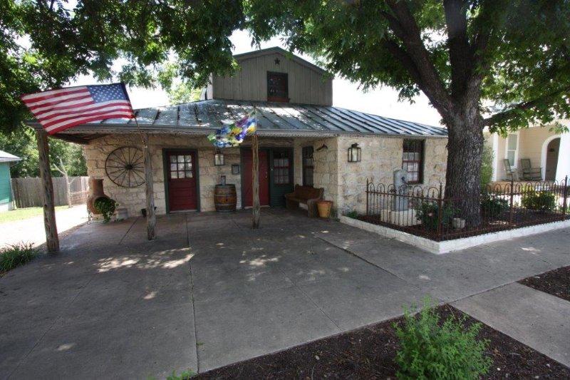 Pioneer Haus - Walking Distance to Main Street - Image 1 - Fredericksburg - rentals