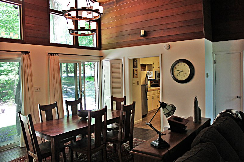 Dining area - Renovated Lake House w/ Huge Deck, Kayaks and Golf Cart - Pocono Lake - rentals