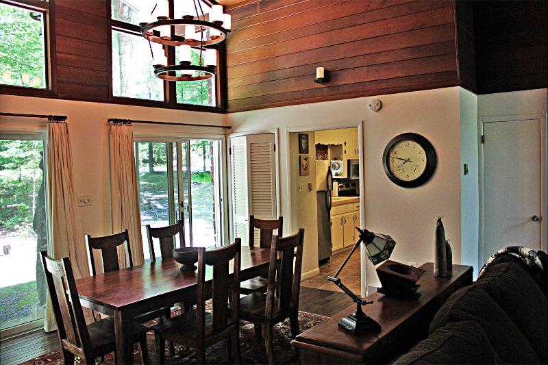 Dining area - Renovated Pocono Lake House w/ Golf Cart - Pocono Lake - rentals